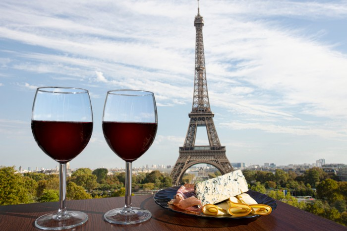 psg-paris-wine-cheese-eiffel-tower